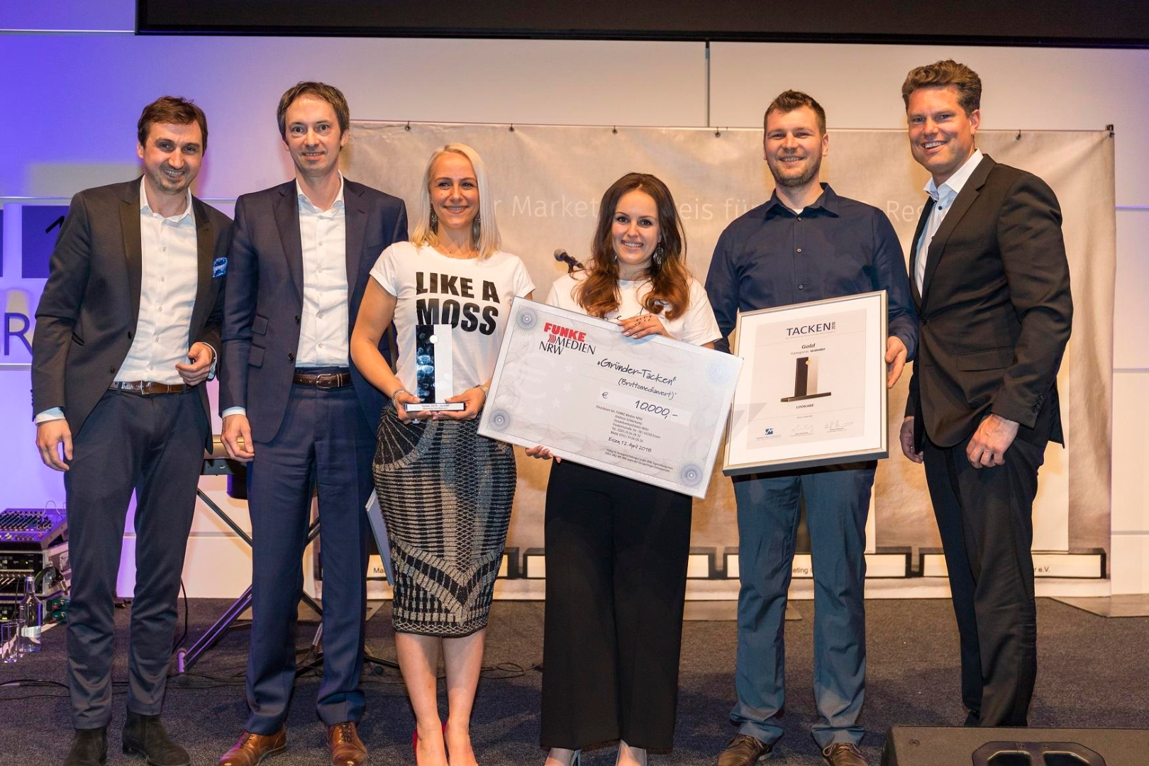Richard Röhrhoff (Marketing Club Ruhr), Matthias Körner (Funke Medien NRW), Mariana Ilic, Melani Ilic, Marvin Lindemann (alle LOOKABE), Hans Piechatzek (Marketing Club Ruhr). FOTO: Martin Leclaire (Marketing Club Ruhr). Abdruck honorarfrei; um Belegexemplar wird gebeten